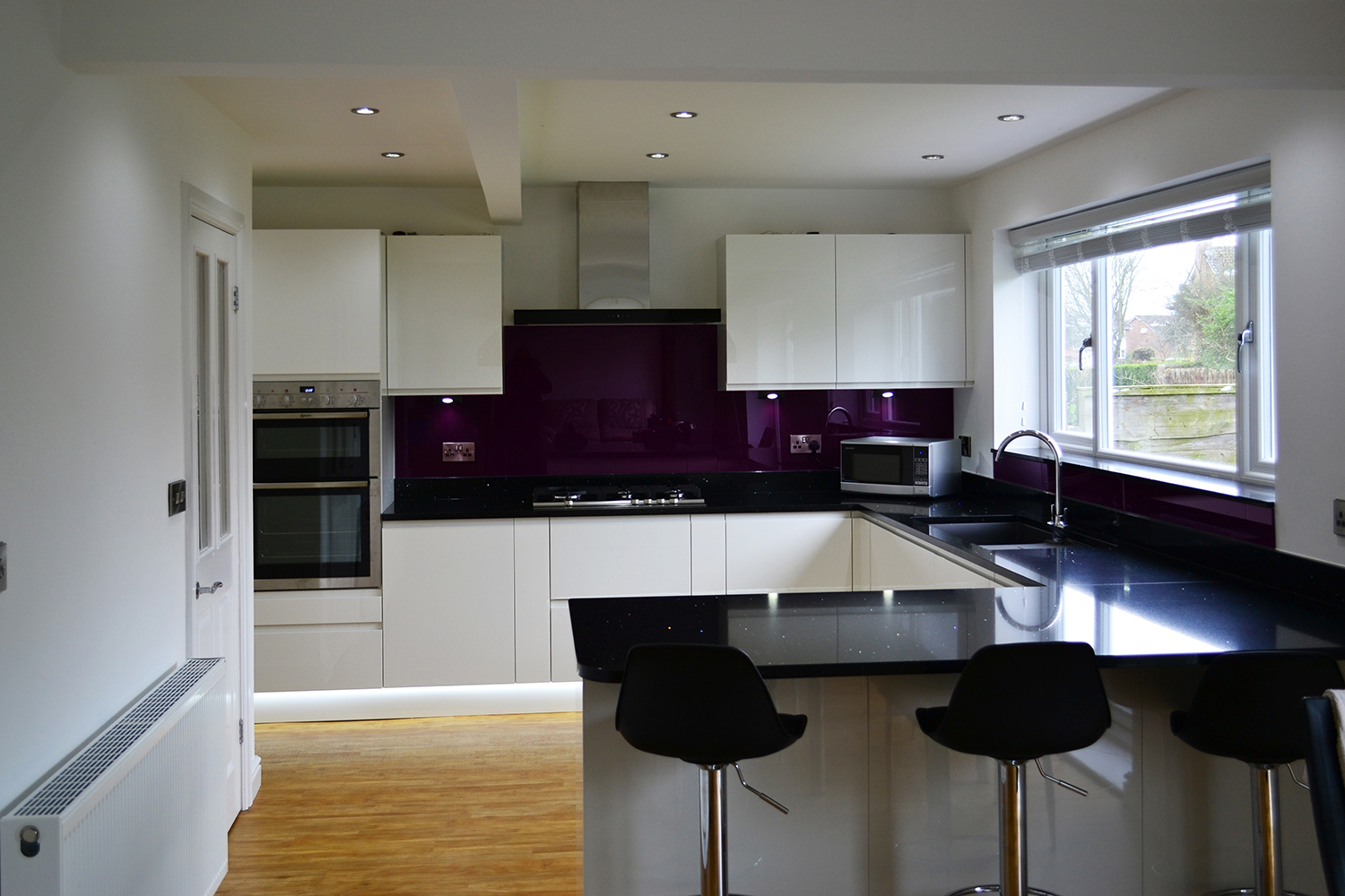 Black Kitchen With White Gloss Units Kitchen Decorating