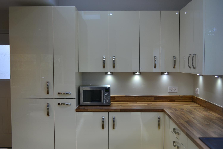 White Gloss Handleless Kitchen With Walnut Worktop
